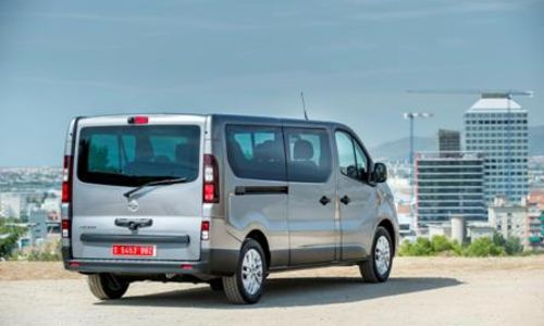 rent a 9 seater kokkini chani